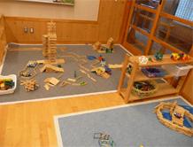 施設紹介 らいおん組 構造遊び・・・カプラで立体感あるものを組み立てます。